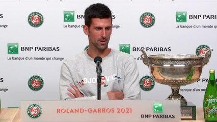"""Roland-Garros 2021 - Novak Djokovic : """"Oui, je suis à côté de Nadal et Federer en nombre de Grands Chelems gagnés, mais je suis concentré sur ma direction, parce que j'ai ma carrière !"""""""