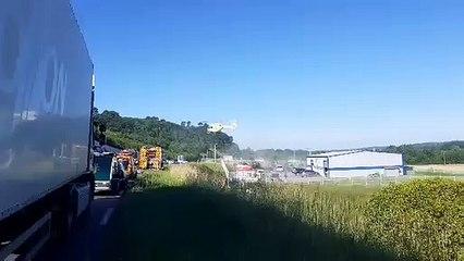 Un hélicoptère du SAMU se pose sur la D6089 après une collision entre deux véhicules