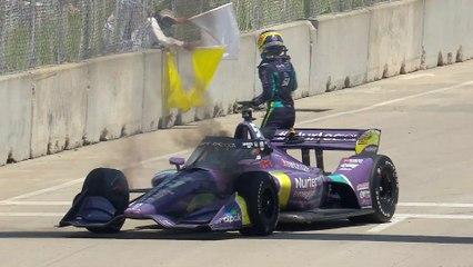 VÏDEO: Romain Grosjean apaga el fuego en su coche de Indycar en Detroit