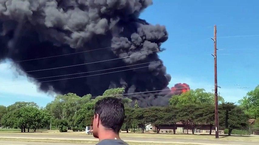 เกิดเหตุไฟไหม้โรงงานเคมีในสหรัฐ ยังดับไม่ได้เหตุเกรงสารเคมีไหลลงแม่น้ำ