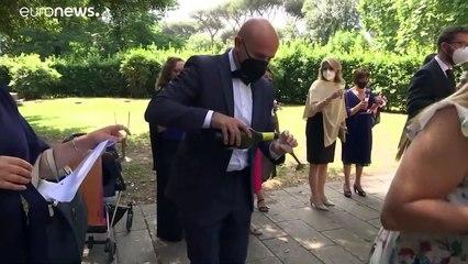 Посткоронавирусная свадьба: итальянским парам разрешили снова устраивать церемонии