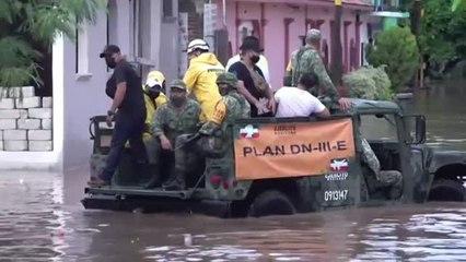 Un millar de hogares inundados al desbordarse un río en la ciudad mexicana de Juchitán.