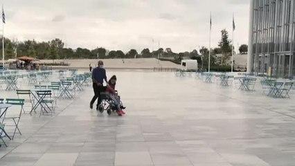 Una joven con parálisis cerebral consigue tocar el arpa tan solo con su mirada