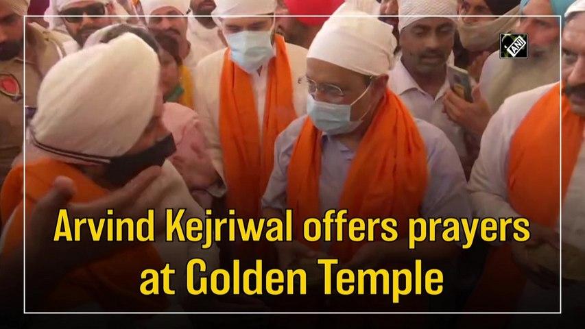 Arvind Kejriwal offers prayers at Golden Temple