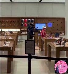 Une femme détruit tous les produits d'un Apple Store à cause du service qu'elle juge mauvais (Hong Kong)