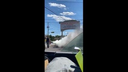 Un citoyen éteint un feu de moto à Sainte-Martine