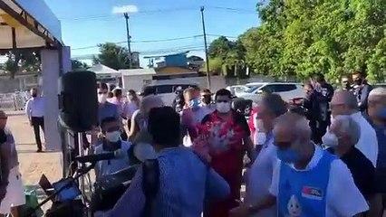 Ministro da Saúde, Marcelo Queiroga dança forró com pessoa fantasiada de coronavírus