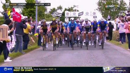 Tour de France - Une spectatrice provoque une énorme chute collective