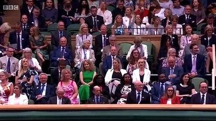 Wimbledon réserve une standing ovation à Sarah Gilbert, la professeure à l'origine d'un vaccin contre le Covid-19