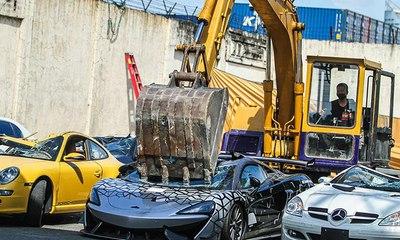 تدمير سيارات فارهة مهربة بملايين الدولارات في الفلبين