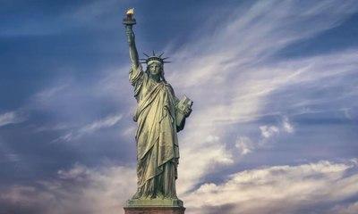 """فرنسا ترسل """"الأخت الصغيرة"""" وهي النسخة الثانية من تمثال الحرية إلى أميركا"""