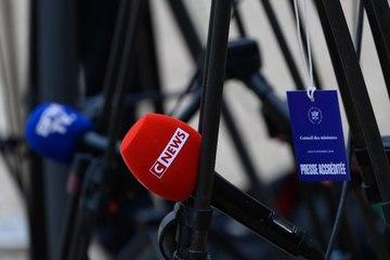 """Selon le patron de CNews, """"chaque fois"""" que la chaîne est critiquée, """"l'audience progresse"""""""