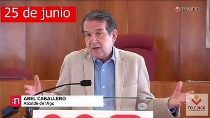 Abel Caballero, alcalde de Vigo, recomienda la mascarilla pero... él sin ella a centímetros de otras personas