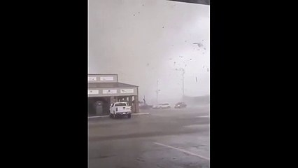 TEXAS TORNADO FEST - July 6, 2021 RAW VIDEO - Tornado rips through Mall at Turtle Creek in Jonesboro (Credit - Zachary Hall)
