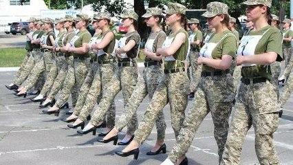 Debat Tentara Perempuan Pake Sepatu Hak