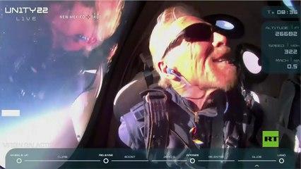 الملياردير البريطاني ريتشارد برانسون يصل إلى الفضاء بصاروخه الخاص