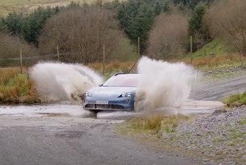 VIDEO: Así se prueba el Porsche Taycan Cross Turismo...  ¡Drift, barro y muchas más perrerías!