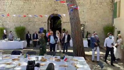 Le jury du 74e Festival de Cannes à l'aïoli traditionnel, place du Suquet à Cannes