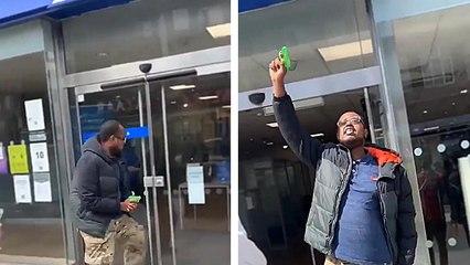 Un homme tente de braquer une banque avec un mini pistolet à eau