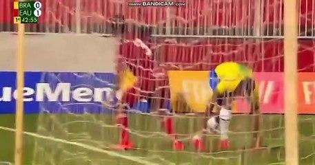 El jugador del Sevilla Diego Carlos marca su primer gol con Brasil
