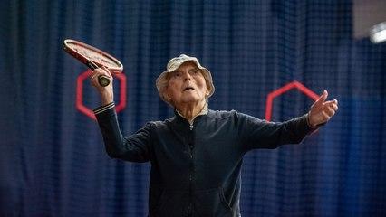 El galés de 100 años sigue siendo un 'ninja del tenis'