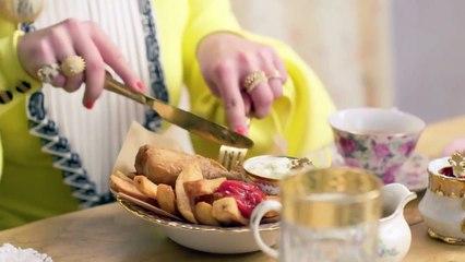 Florence Pugh Eats 11 English Dishes - Mukbang Vogue