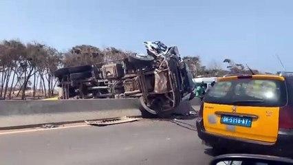 ccident sur la VDN3 : Un camion de ramassage d'ordures se renverse et fait deux blessés