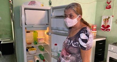 Idosa que ajudava pessoas em Cajazeiras, agora está doente e precisa de comida e pagar aluguel