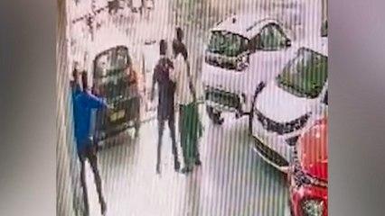 Totalschaden beim Autokauf: Fahrer stürzt mit Neuwagen aus erstem Stock