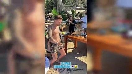 El Papu Gómez también baila de vacaciones en Ibiza
