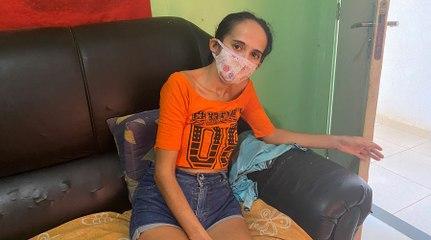 Duas semanas após reportagem do Olho Vivo, faxineira recebe alimentos e já consegue se sentar