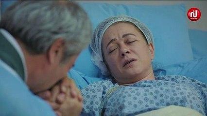 أنور يبكي فرحا باستفاقة خديجة من الغيبوبة