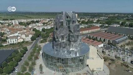 A torre brilhante de Arles, na França