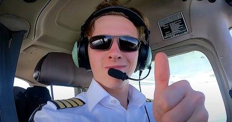 À 18 ans, il est devenu le plus jeune pilote à avoir fait le tour du monde en solitaire
