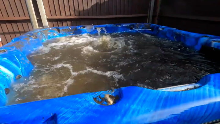 How hot tubs are professionally cleaned
