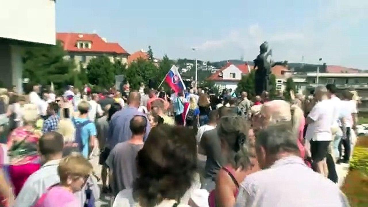 ZÁZNAM: Protest pred budovou NR SR proti vládnym opatreniam - 2. časť