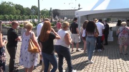 Succès de foule malgré les restrictions pour la première journée de portes ouvertes au Palais royal