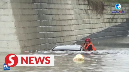 Firefighters in north China rescue four trapped in submerged car
