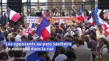 France: des milliers de personnes dans les rues contre le pass sanitaire