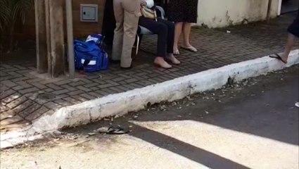Mulher de 67 anos sofre queda em calçada quebrada no Bairro Parque Verde