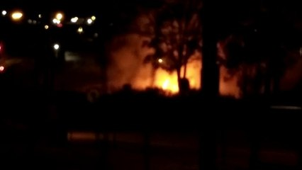 Incêndio ambiental assusta moradores na região do Bairro XIV de Novembro