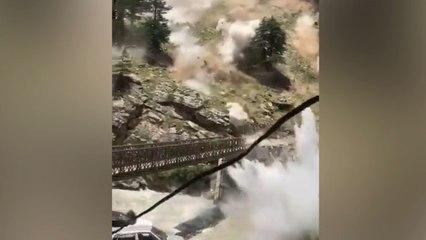 Erdrutsch reißt Brücke in Indien mit – neun Tote
