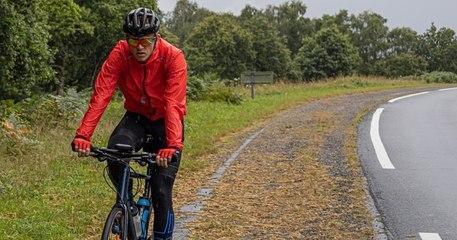 À 17 ans, il fait un tour de France en vélo pour récolter de l'argent pour aider les sans-abri