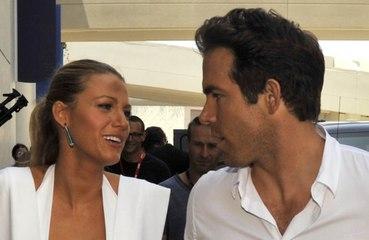 """Ryan Reynolds révèle comment il a séduit Blake Lively : """"Je l'ai tout simplement suppliée de coucher avec moi"""""""