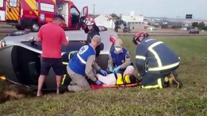 Jovem fica ferida após capotar o carro na rodovia PRc-467