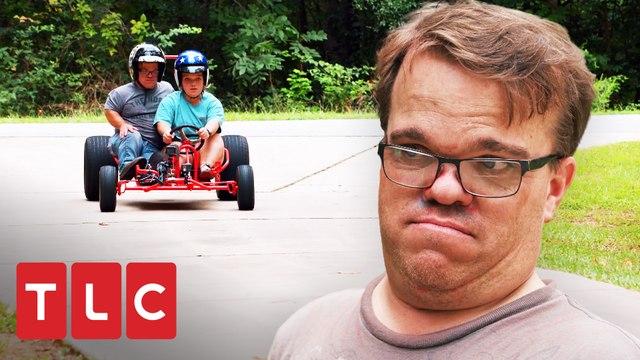 Los Johnston aprenden a manejar un carro Go - Kart   Una gran familia   TLC Latinoamérica