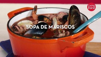 Cambia la rutina y prepara esta deliciosa sopa de mariscos.