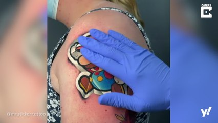 Tattoos die aussehen wie Sticker