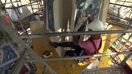 Készülnek a Sagrada Família toronymozaikjai