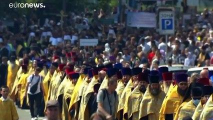 Több tízezren vettek részt egy ortodox vallási meneten Kijevben